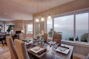 2438-lighthouse-dining-room-web