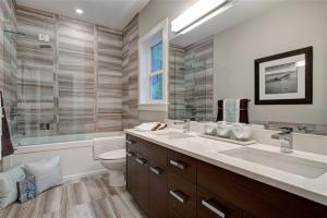 2438-lighthouse-masterbath2-web